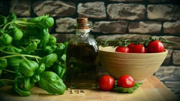 El aceite de oliva virgen extra es un alimento rico en vitamina E
