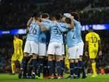El Manchester City celebra uno de sus goles contra el Burton.
