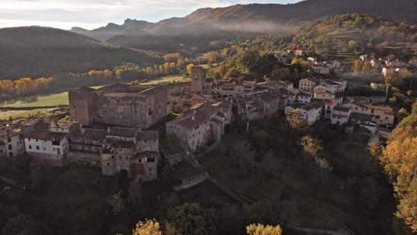 Imatge aèria del poble de Santa Pau.