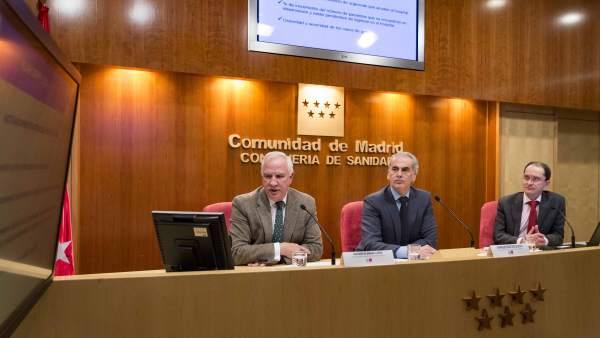 El consejero Enrique Ruiz Escudero, en la presentación del plan de gripe.