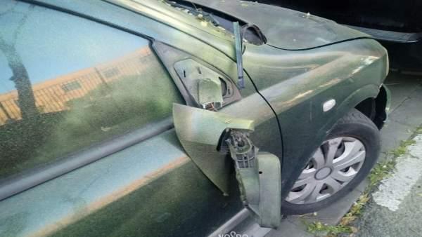 Un detalle del espejo retrovisor afectado del vehículo