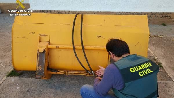 Pala-excavadora recuperada por la Guardia Civil.
