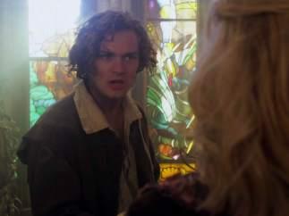 Finn Jones (Loras Tyrell) en 'La bella durmiente'