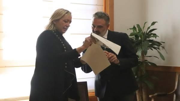 Marta Gastón y Javier Valero este viernes en el Edificio Pignatelli.