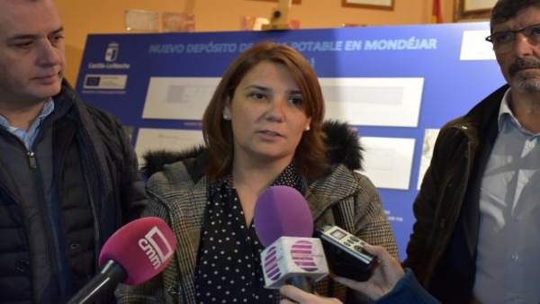 La consejera de Fomento atiende a los medios en su visita a Mondéjar