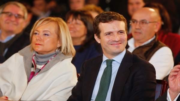 Pablo Casado junto a Mercedes Fernández