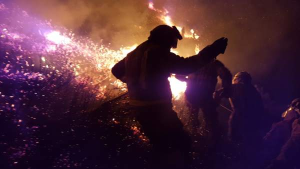 Incendio forestal en Chandrexa de Queixa (Ourense), en la madrugada del día 5
