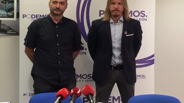 El secretario de Podemos Valladolid, Israel Álvarez, con Pablo Fernández