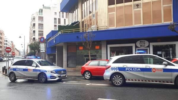 La Policía Municipal detiene a dos personas e identifica a 13 en Deusto