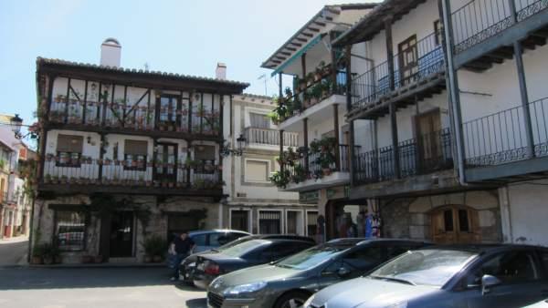 Plaza De La Localidad Abulense De Candeleda