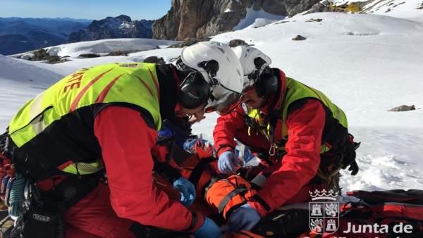 León.- Rescate a un montañero en Picos de Europa con la pierna fracturada