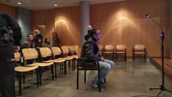 El acusado del crimen de Salesas durante la primera jornada de juicio.