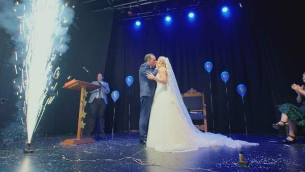 Isabel y el Mago Juan, en 'Cuatro weddings'.