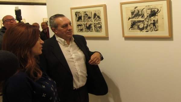 Silvia Clemente, junto al artista Adolfo Alonso Ares