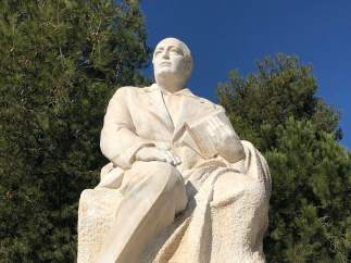 Estatua de Blasco Ibáñez en Burjassot