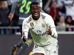 Vinícius Junior pide penalti en el Real Madrid - Real Sociedad.