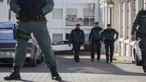 Agentes de la Guardia Civil en los juzgados de Valverde.