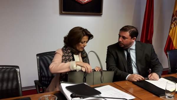 Yolanda Barcina, junto a Unai Hualde, en la comisión sobre Caja Navarra.