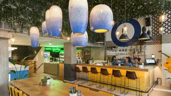 Interior del restaurante Oassis, en Barcelona.