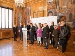 Celebración del inicio del trámite para retirar diez medallas franquistas.
