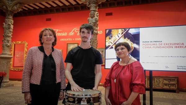 Ana Farré, el percusionista Luis Azcona y Carmen Esteban