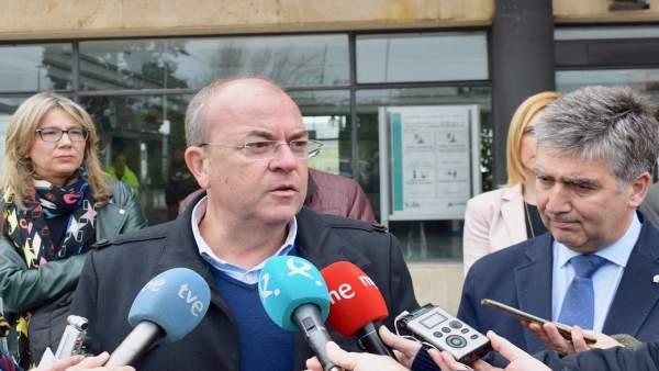 Monago e Ignacio Cosidó en declaraciones a los medios en Cáceres
