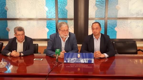 Carlos Toscano, a la izquierda de la imagen