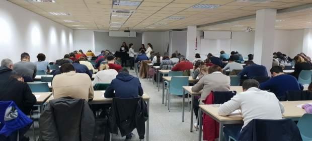 Más de 120 aspirantes se presentan a las 16 plazas de telefonistas del Servicio de Emergencias 112 ...