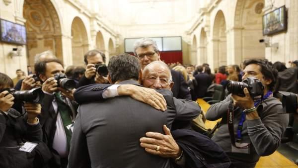 Amat felicita al presidente de la Junta, Juanma Moreno