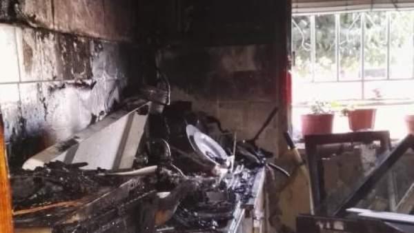 Valladolid.- Cocina afectada por las llamas en la Avenida Segovia