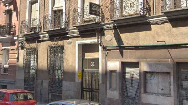 Hallan muerto a un anciano en una pensión de Madrid