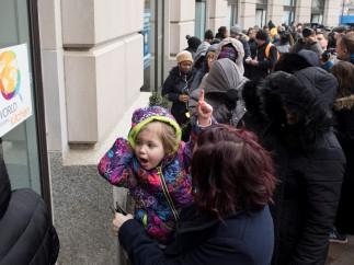Trabajadores afectados por el cierre parcial del gobierno de EE UU.