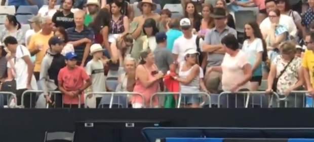 Como niñas: dos señoras expulsadas del Open de Australia tras una ridícula pelea por una cinta