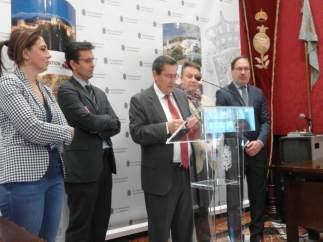 El presidente de la Diputación, José Entrena, en el Ayuntamiento