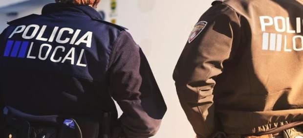 Dos agentes de Santa Eulària asisten un parto en una casa de Sant Carlos