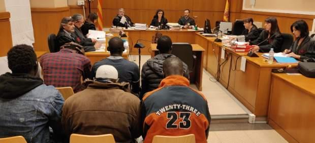 Juicio al portavoz del Sindicato de Manteros de Barcelona L.Sarr y a seis más