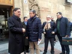 El alcalde de Salamanca junto al presidente de la asociación Salvar el Archivo