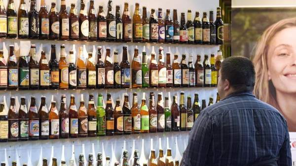 Imagen de un establecimiento con cervezas alemanas.