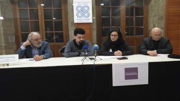 Borja San Román con otros integrantes de Podemos