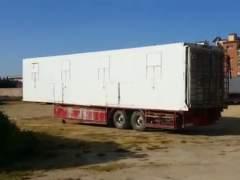 Imagen del remolque donde se encuentran encerrados los animales del circo en Cabra.