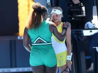 Serena Williams consuela a Yastremska tras vencerle