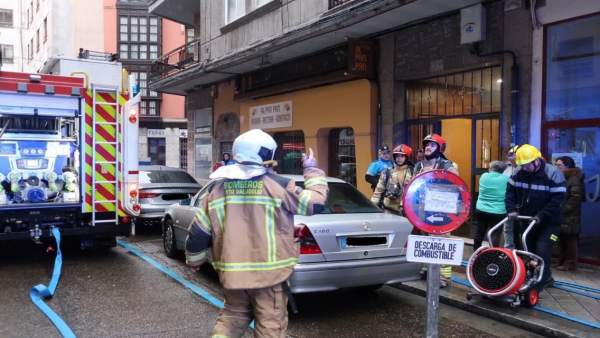 Valladolid.- Bomberos actúan en el edificio de la calle Galatea