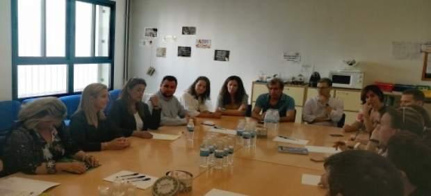 Reunión de Consistorio y comunidad educativa del 'Antonio Rodríguez Almodovar'