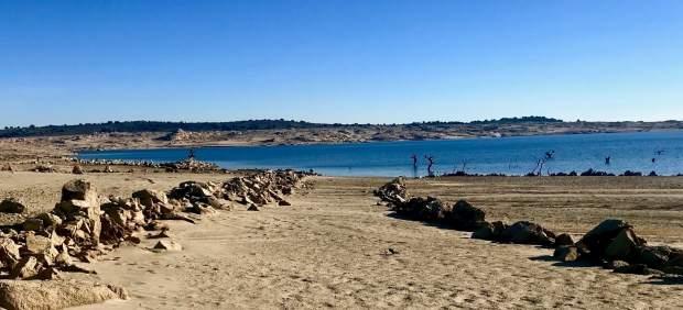 El desaparecido municipio de Argusino (Zamora) emerge ante la bajada del embalse que lo cubre desde ...
