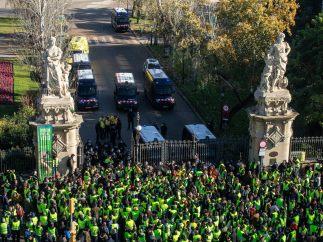 Taxistas intentan entrar en el Parlament