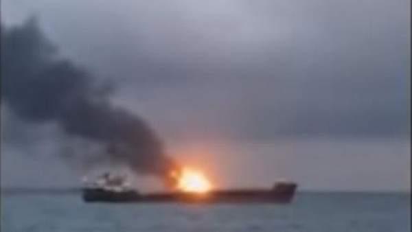 Captura incendio dos barcos estrecho Kerch.