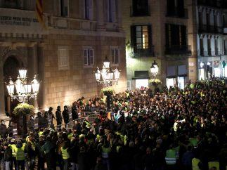Taxistas concentrados junto a la Generalitat