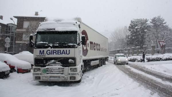 Camión y nieve