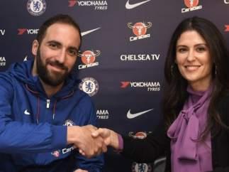 Gonzalo Higuaín, presentado con el Chelsea.