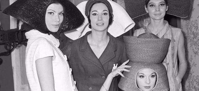 Modelos durante un desfile de la firma Vargas Ochagavía. Madrid, 1965